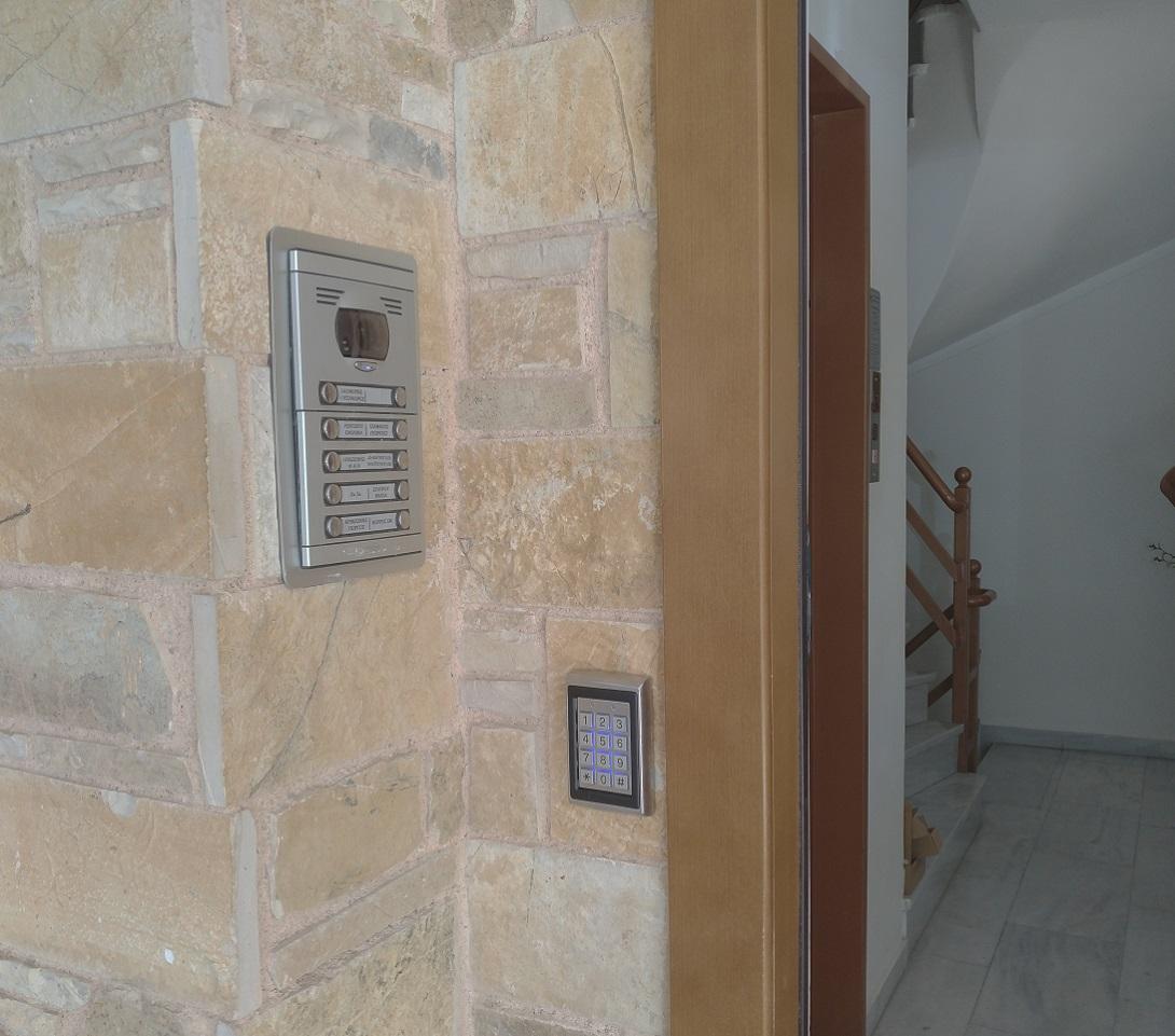 αυτόματο κλείδωμα πόρτας εισόδου πολυκατοικίας